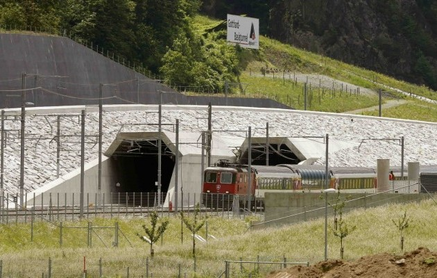 тунель альпи