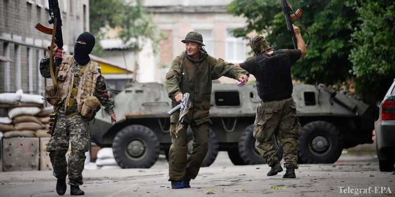 epa04286581 A photograph made available on 28 June 2014 showing pro-Russian rebels dancing and shooting in the air celebrating taking control of a Ukrainian national Guard (former Interior troops) base, in Donetsk, Ukraine 27 June 2014. Reports on 28 June 2014 state that President Petro Poroshenko has prolonged cease fire for 72 hours.  EPA/STRINGER PICTURE MADE AVAILABLE TODAY